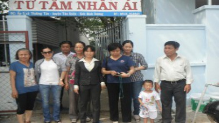 Triviet Steel Buildings visited and gave gifts at Tu Tam Nhan Ai Social Support Center